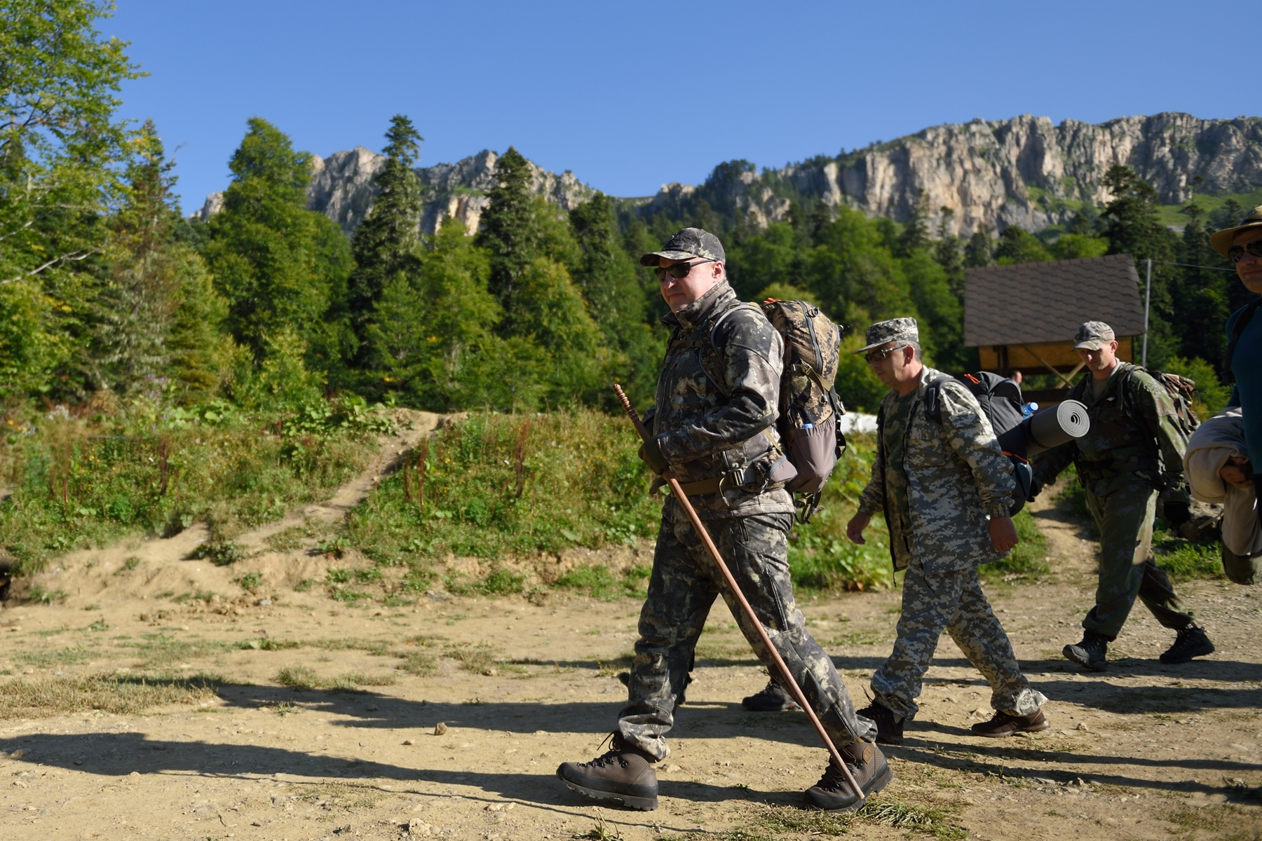 Глава Адыгеи пошел в поход вместе с молодежью к подножию Фишта