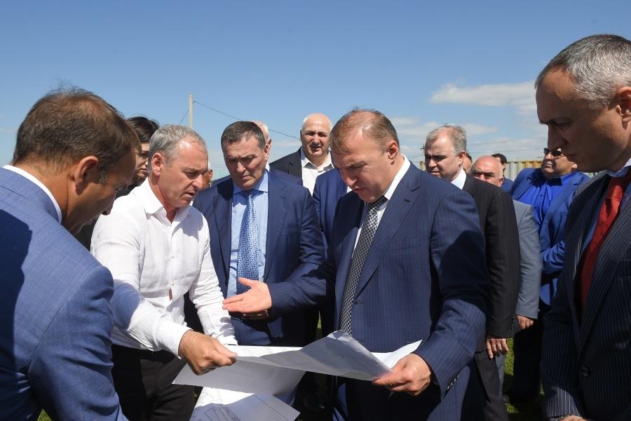 Мурат Кумпилов проконтролировал строительство корпуса школы