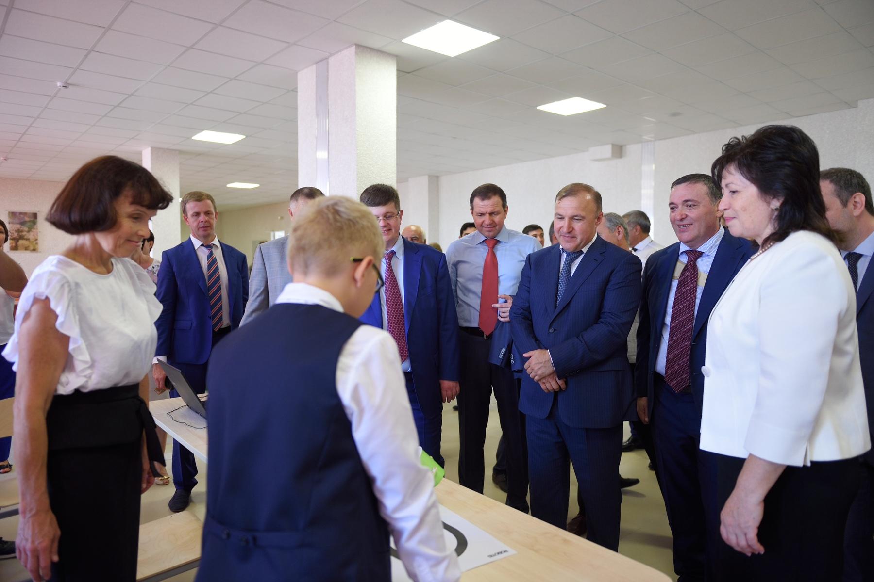 Глава Адыгеи ознакомился с возможностями образовательного центра в Новой Адыгее