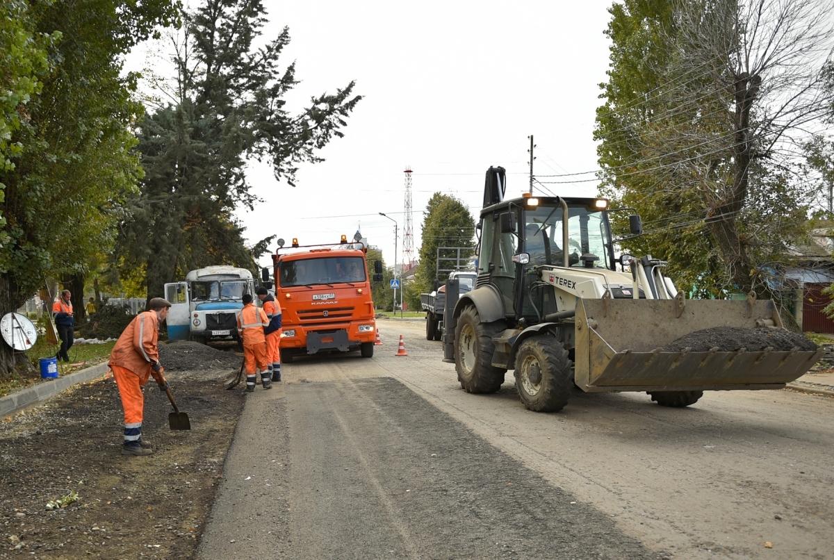 В Майкопе приступили к ремонту участка автодороги по улице Привокзальной