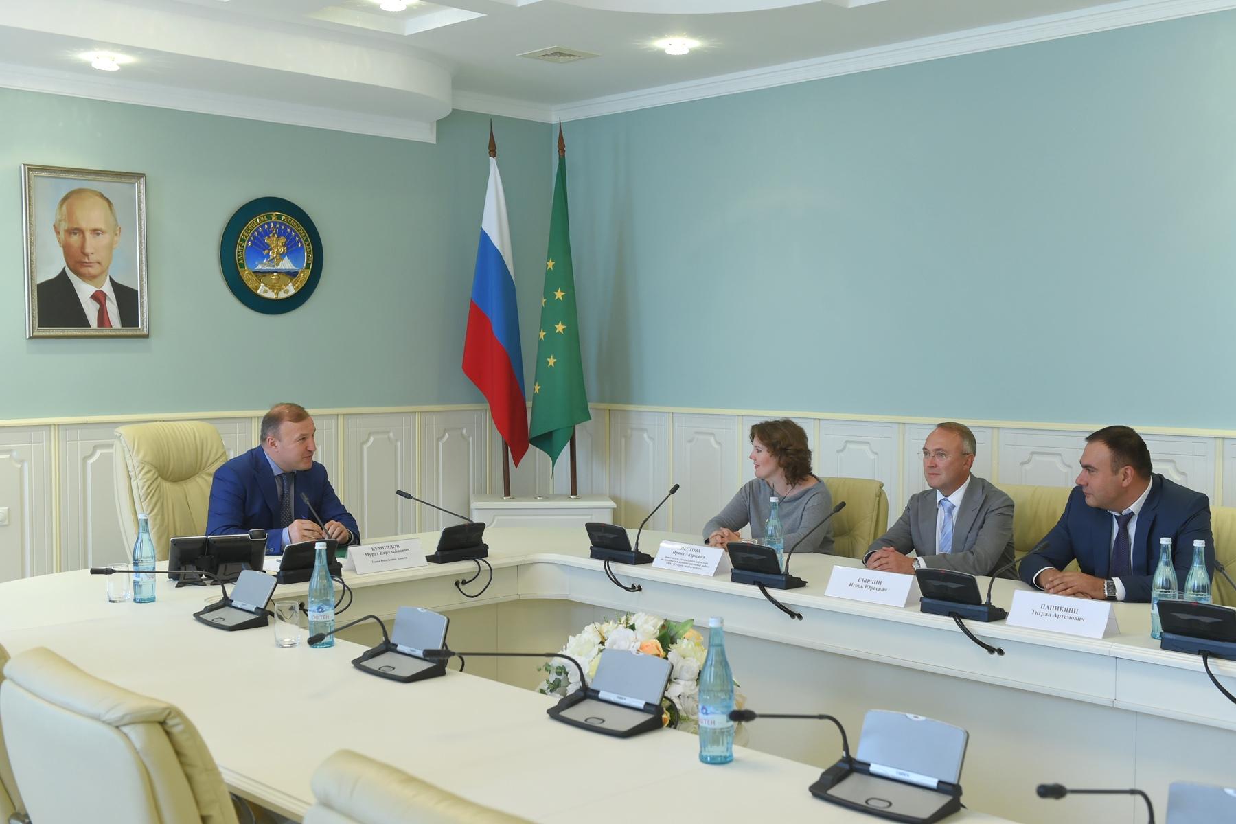 Главе Адыгеи представили нового руководителя компаний группы «Газпром межрегионгаз»