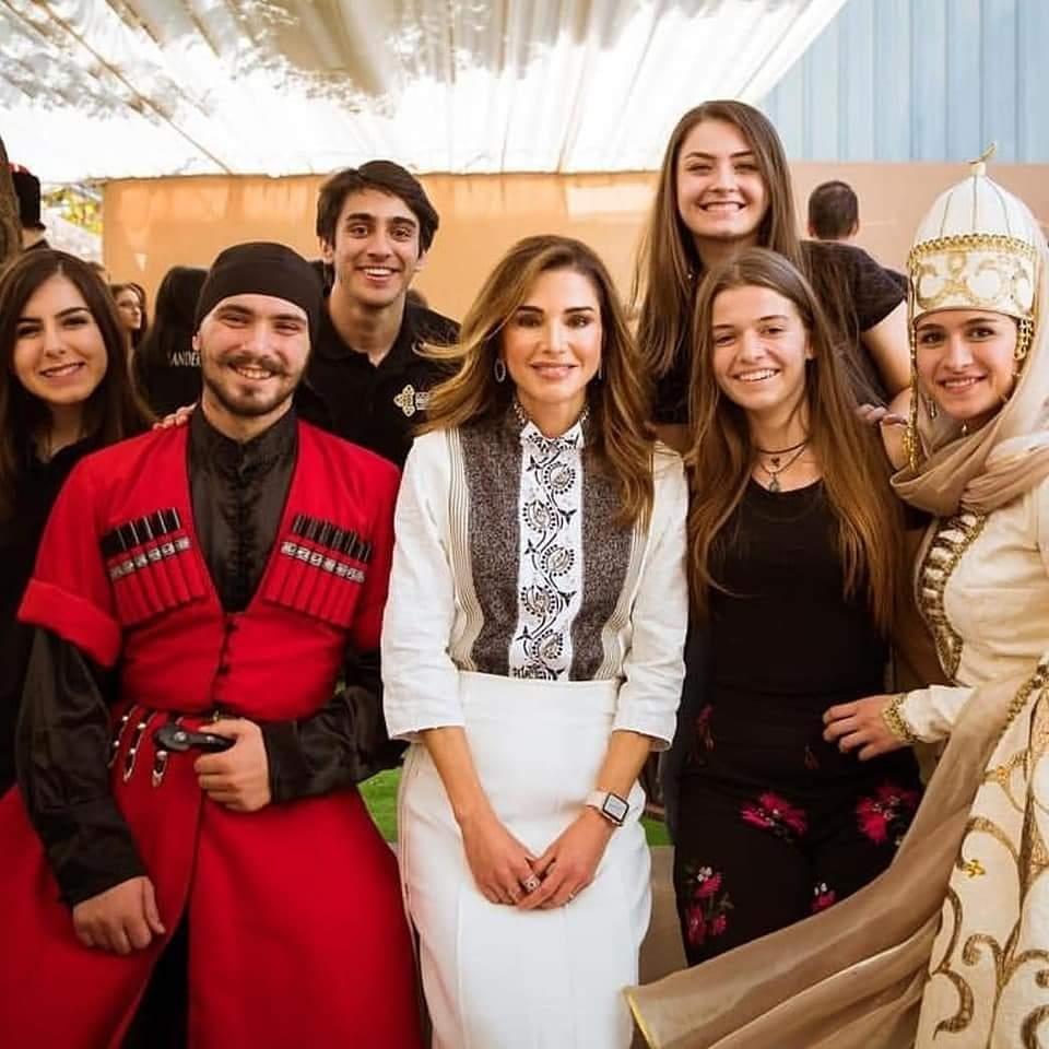 Королева Иордании Рания с черкесами.
