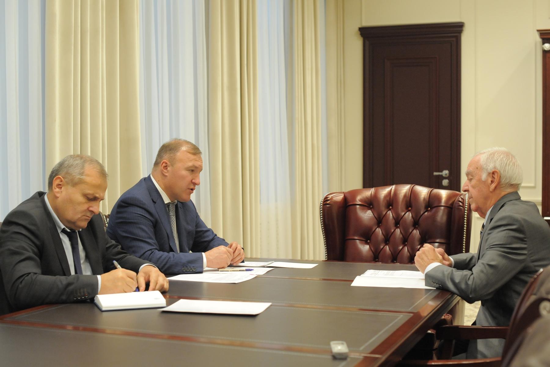 Глава Адыгеи поручил усилить взаимодействие органов власти с общественниками