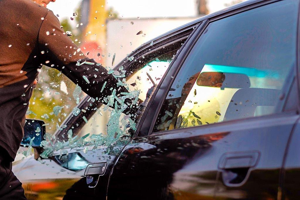 Житель Адыгеи пытался угнать автомобиль и заснул в салоне