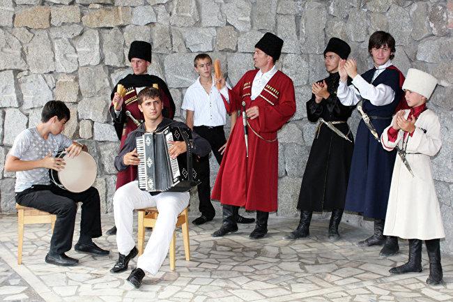 Этикетные формы мужской сольно-групповой певческой культуры черкесов