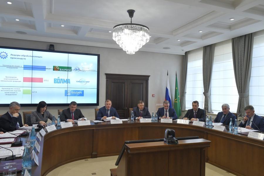 Глава Адыгеи дал ряд поручений по рациональному использованию бюджетных средств