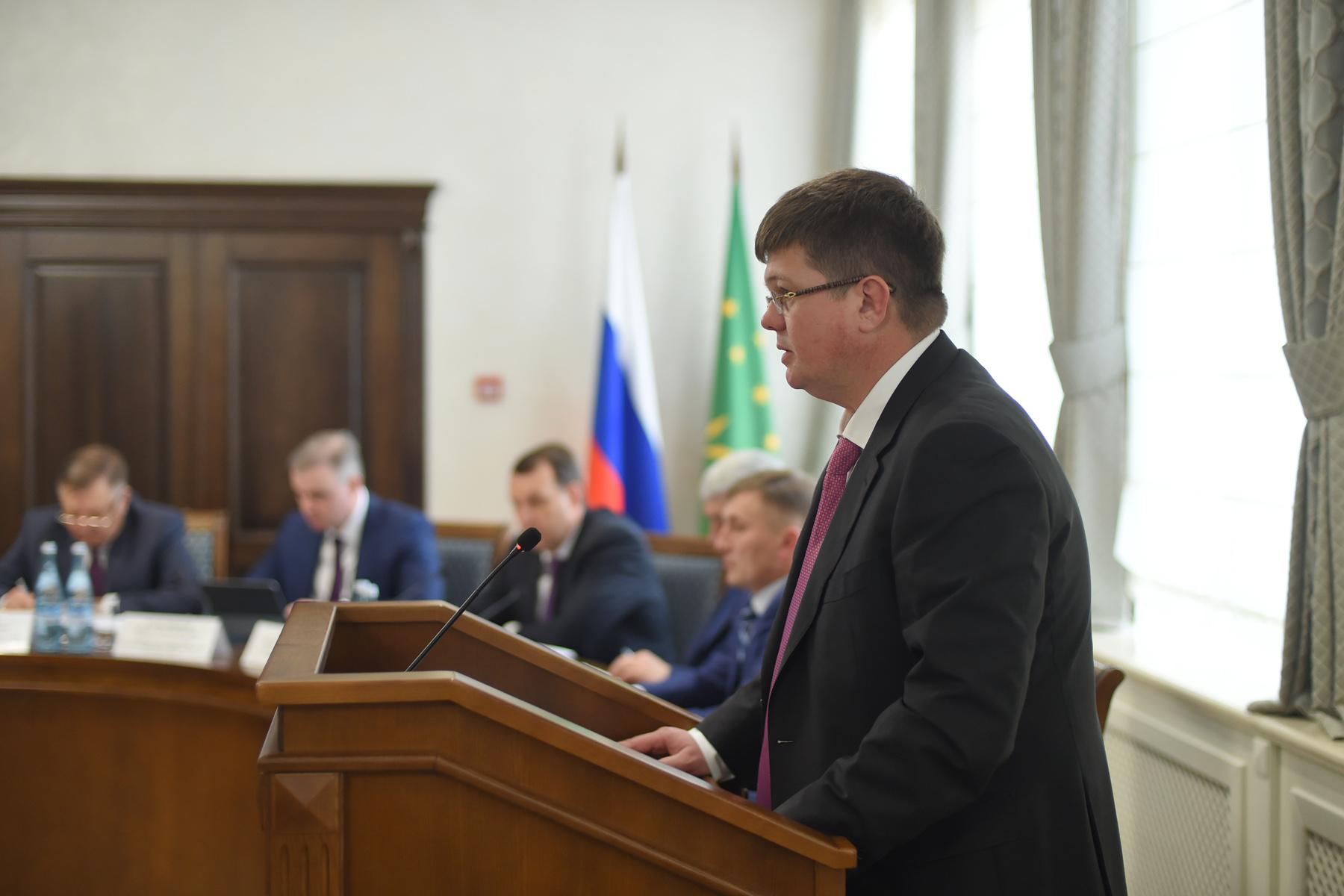 На заседании кабмина Адыгеи обсудили меры по сохранению и развитию русского и адыгейского языков
