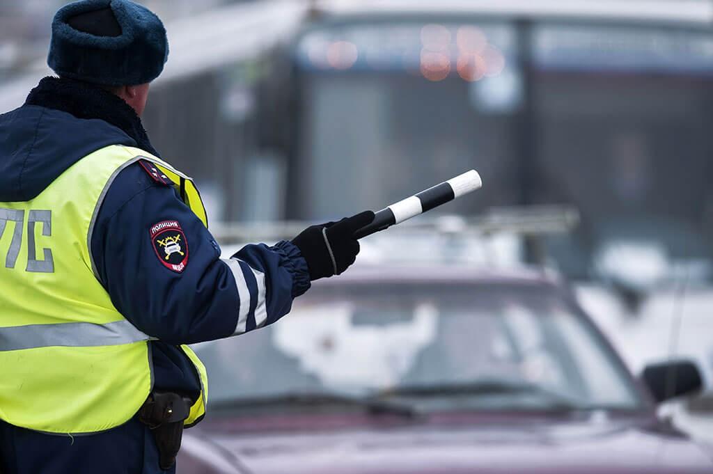 В Адыгее уволили двоих сотрудников ГИБДД за взятку
