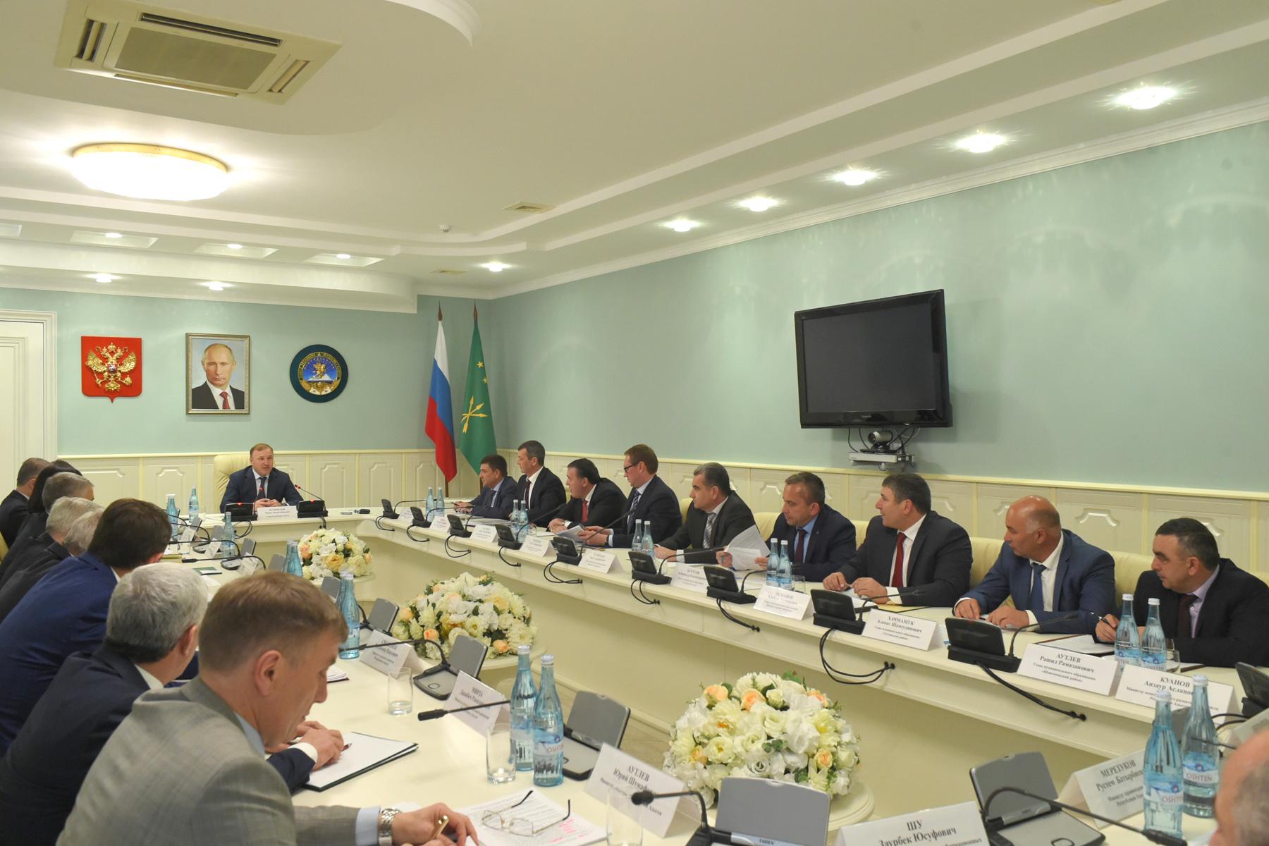 Глава Адыгеи провел рабочее совещание с главами муниципалитетов республики
