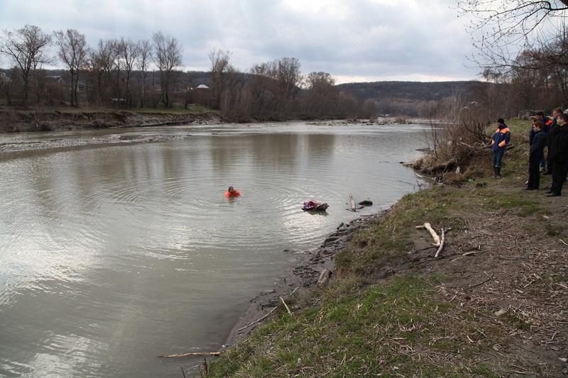 Украденное имущество из дома убитой в Адыгее 19-летней девушки найдено в реке Белая