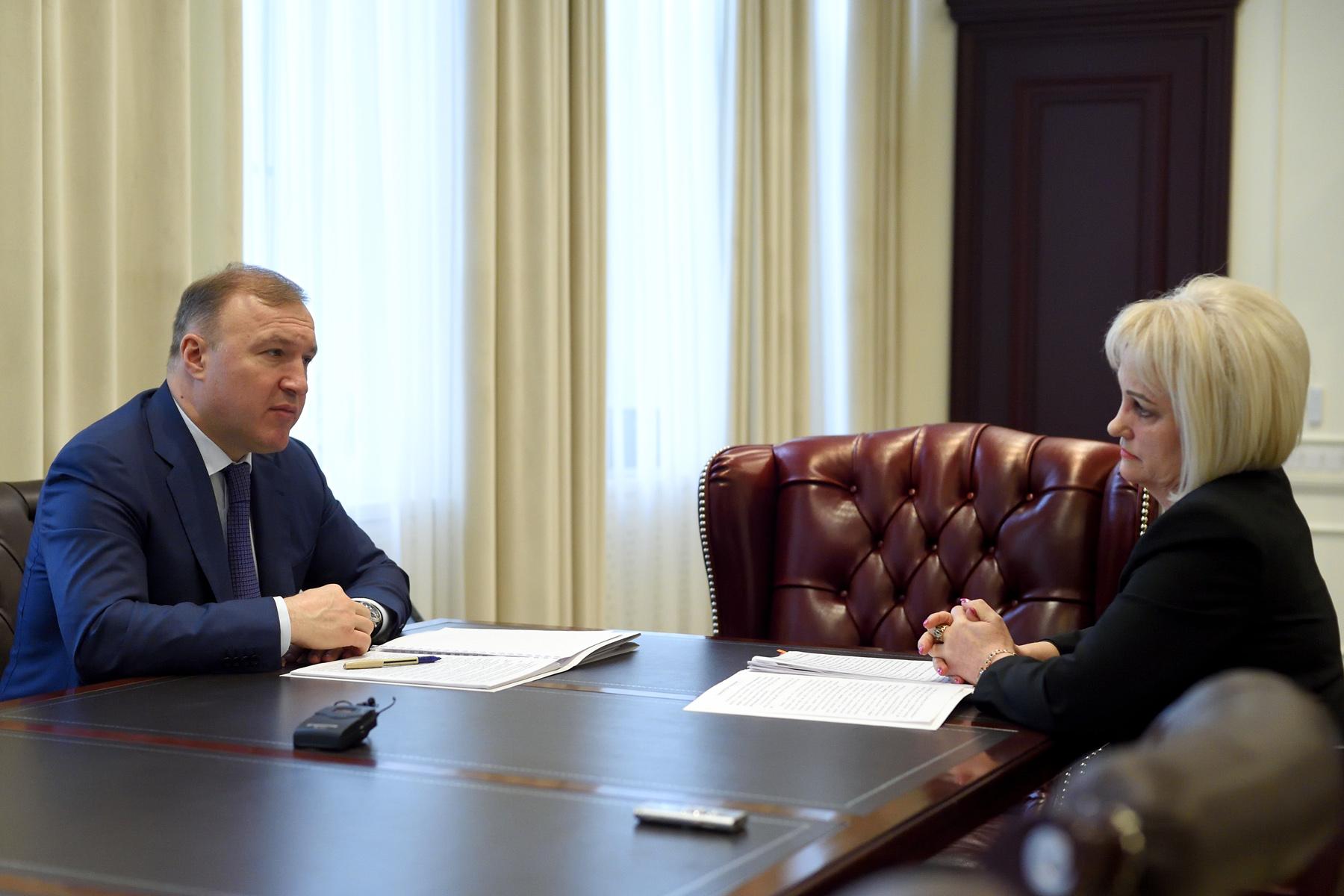 Глава Адыгеи провел встречу с руководителем Контрольно-счетной палаты республики