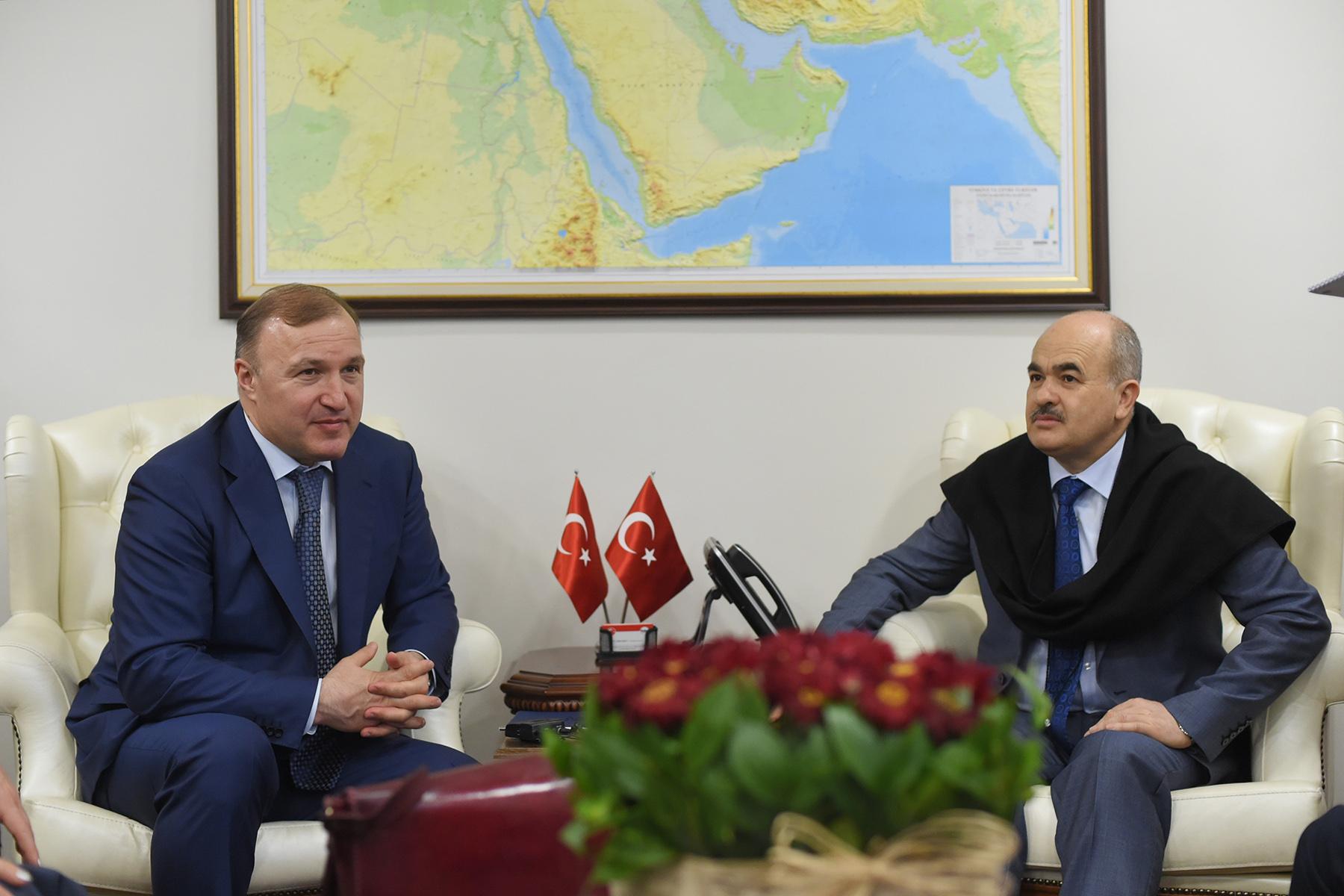 Глава Адыгеи провел встречу с губернатором провинции Дюздже