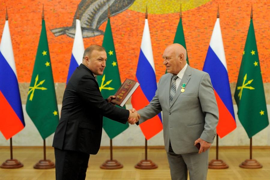 Глава Адыгеи вручил государственные награды