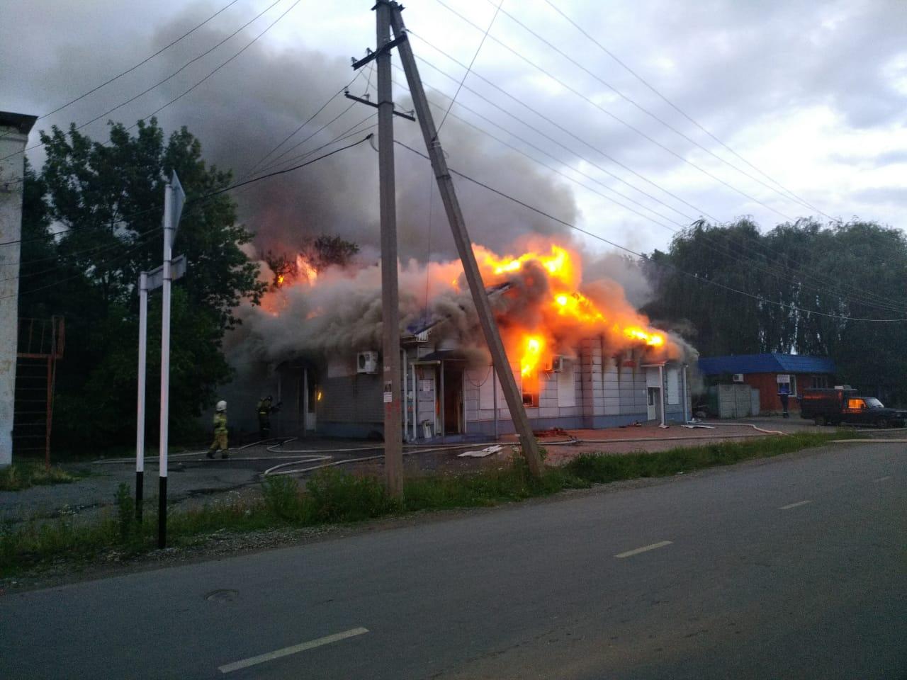 В Адыгее загорелись магазин и пекарня