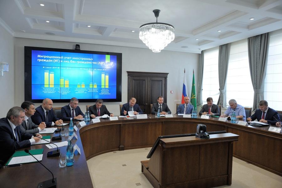 Глава Адыгеи поручил усилить защиту прав дольщиков