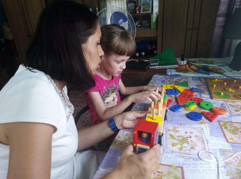 В Адыгее начал работу проект по организации присмотра за детьми-инвалидами