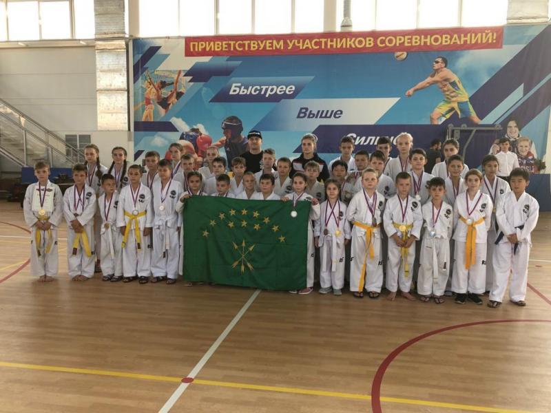 Спортсмены из Адыгеи завоевали 13 золотых медалей на Чемпионате по тхэквондо в Краснодаре
