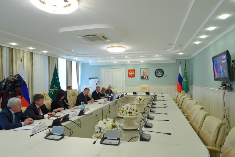 Глава Адыгеи призвал максимально использовать меры господдержки по нацпроектам