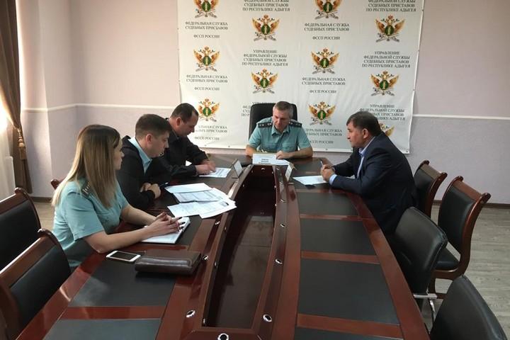 Судебные приставы и Фонд капремонта Адыгеи договорились о проведении совместных рейдов по должникам