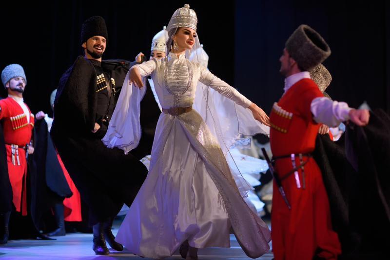 Ансамбль танца Адыгеи «Нальмэс» даст сольный концерт в Москве
