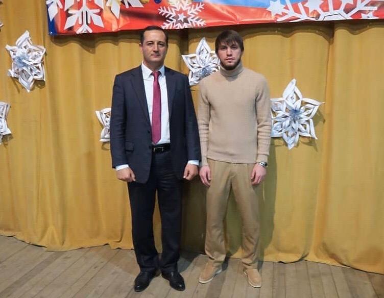 Черкесский футболист Резиуан Мирзов награжден Почетной грамотой от лица администрации города Баксана