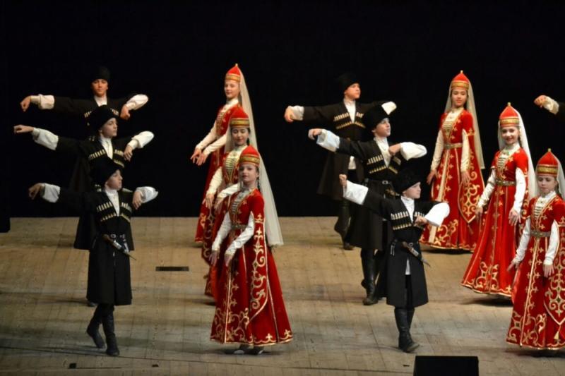 Образцовый ансамбль адыгского танца «Зори Майкопа» стал «Заслуженным коллективом народного творчества»