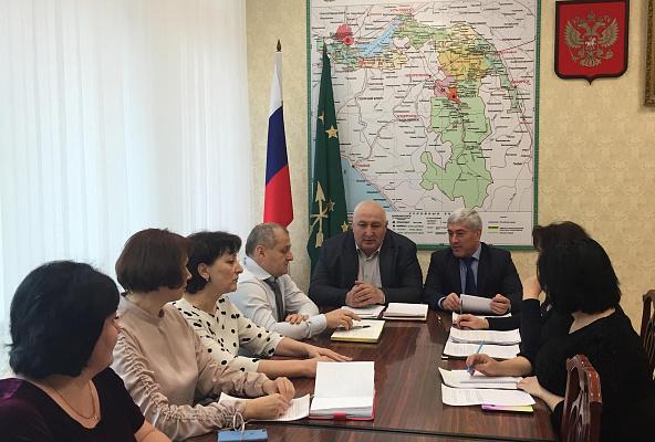 Мурат Хасанов провел прием граждан в «Семейной приемной» партии «Единая Россия» в Адыгее