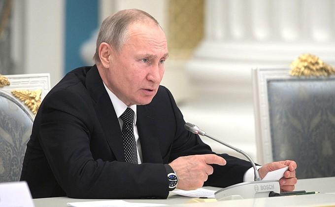 Президент России поддержал идею о закреплении в Конституции норм о бережном отношении к детям