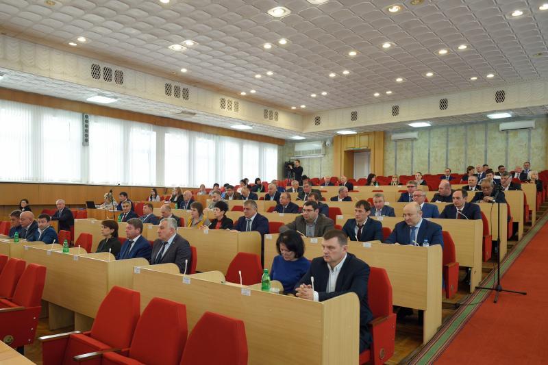 Парламент Адыгеи проголосовал за поправки к Конституции России