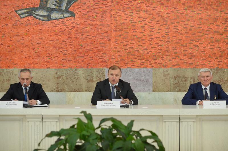 Мурат Кумпилов поздравил жителей республики с 25-летием принятия Конституции Адыгеи