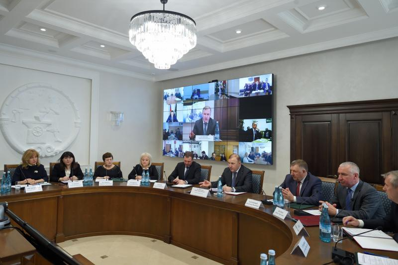 Глава Адыгеи провел заседание региональной комиссии по противодействию коррупции