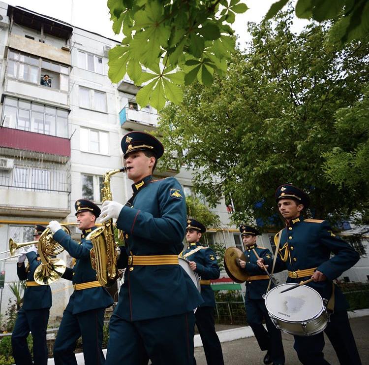 В Адыгее под окнами дома фронтовика организовали парад