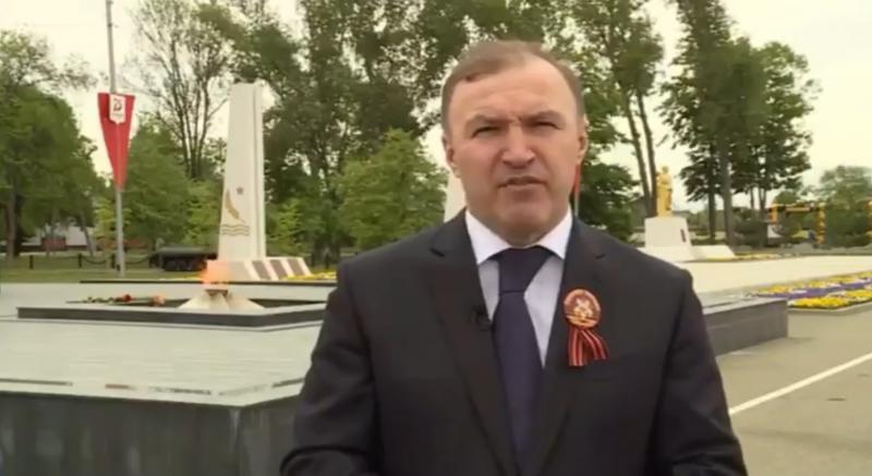Глава Адыгеи поздравил с Днем Победы в видеообращении у вечного огня