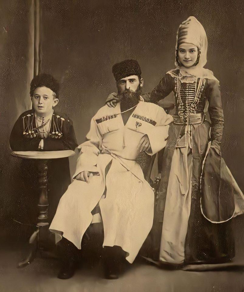Бывшие владельцы-основатели нынешнего села Исламей.