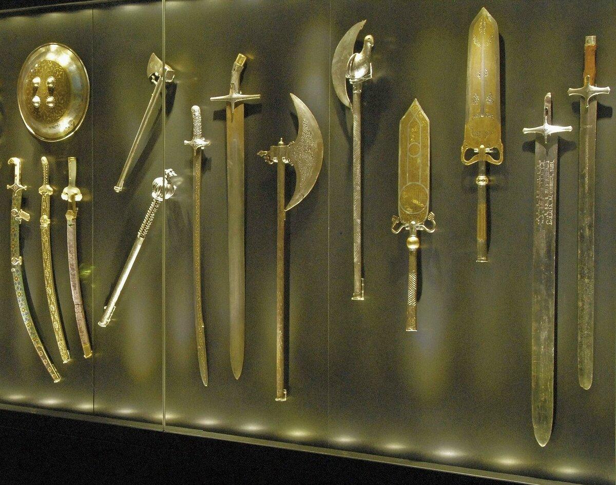 Пыль и ржавчина: как хранится оружие в запасниках музея Топкапы Палас (Турция)