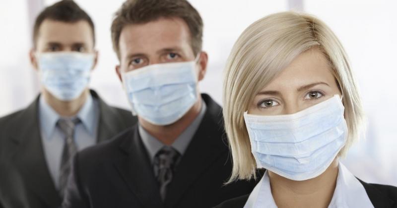 Минтруд разрешил компаниям возмещать расходы на защитные маски и перчатки для работников за счет страховых взносов