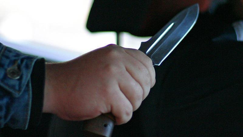 Полиция в Майкопе ищет мужчину, который ранил ножом водителя маршрутки после требования надеть маску