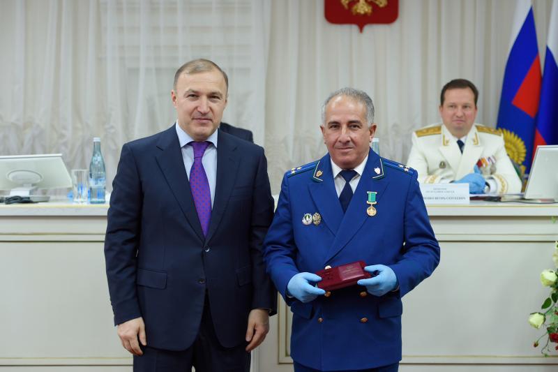 Глава Адыгеи поздравил работников органов прокуратуры республики с профессиональным праздником