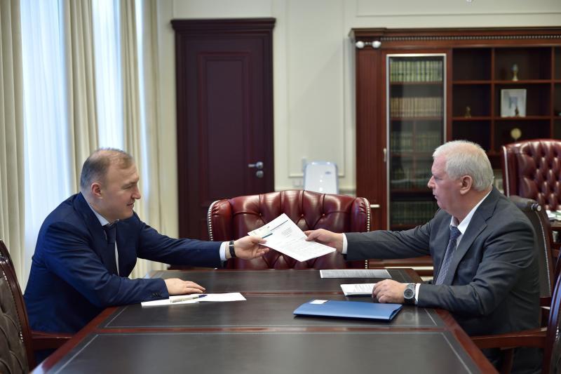 Глава Адыгеи Мурат Кумпилов провел встречу с сенатором РФ от республики Олегом Селезневым