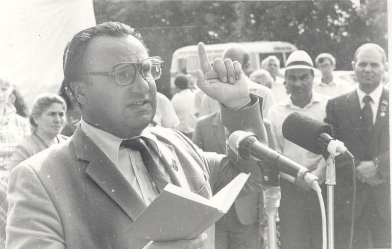 Герой труда РФ, народный писатель Адыгеи, КБР и КЧР Исхак Машбаш отмечает 91-летие