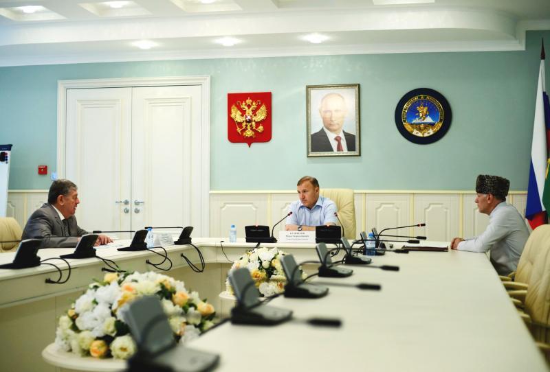 Мурат Кумпилов провел встречу с муфтием Адыгеи и Краснодарского края